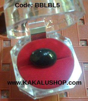 Batu Bacan Kristal Warna Biru Lumut Bentuk Oval Adalah Batu Permata Asli Alam Pulau Bacan Maluku Utara