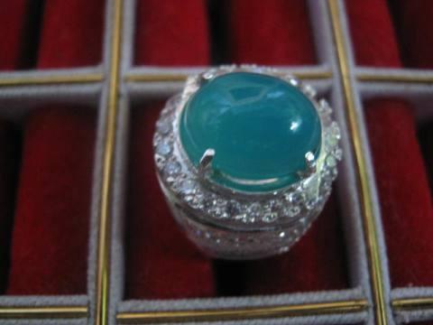 Batu Bacan Bentuk Bulat Warna Biru